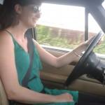 Sharon achter het stuur